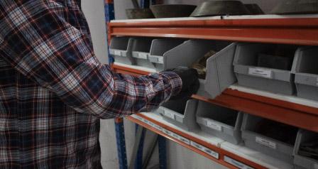 Was ist beim Lagern mit Metallregalen zu beachten?