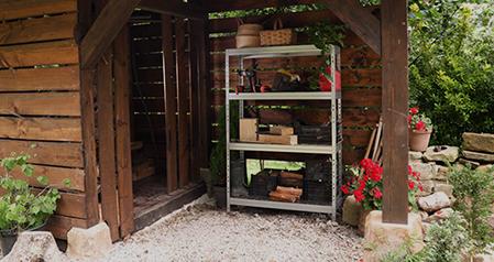 Wetterfeste Regale aus Metall für Balkon, Garten und Terrasse